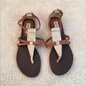 Steve Madden Gold Glitter Toe Post Flat Sandals
